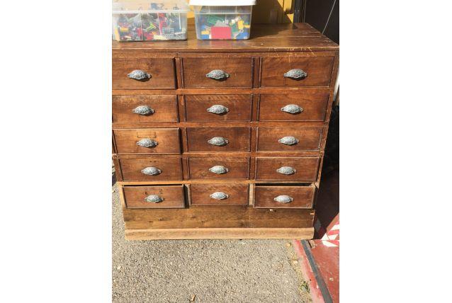 Magnifique meuble à tiroir ancien
