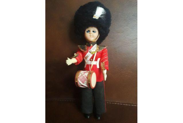 Poupée folklorique garde anglais Buckingham