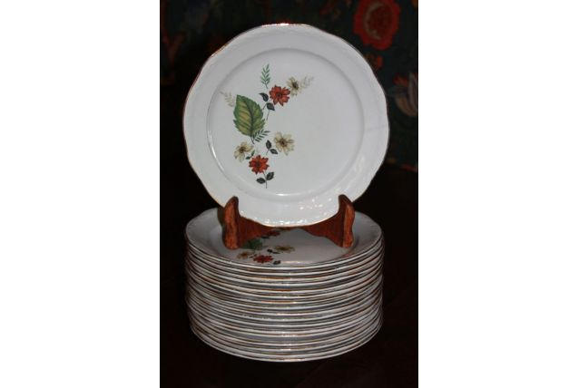 assiettes fleuries en porcelaine de 1972