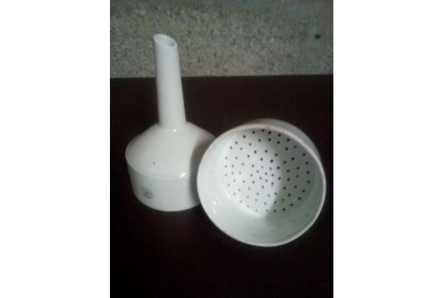 Entonoir de filtration en porcelaine