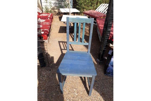 Chaise en bois bleu style provençal