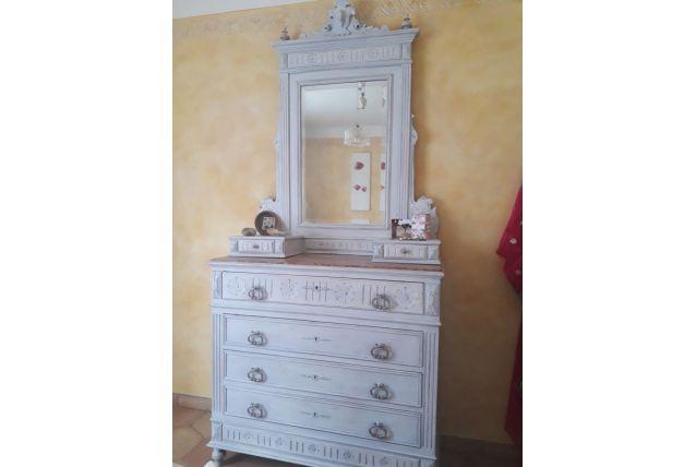 Commode ancienne en bois 4 tiroirs avec marbre et miroir