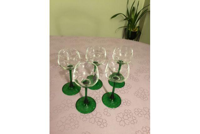 5 verres d'Alsace anciens pied couleur vert