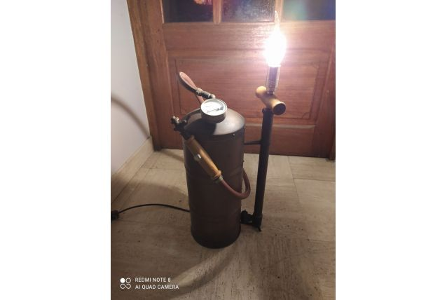 Lampe sur base extincteur année 50-60 cuivre
