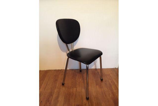Chaise en skai noir années 60 (3 dispos)