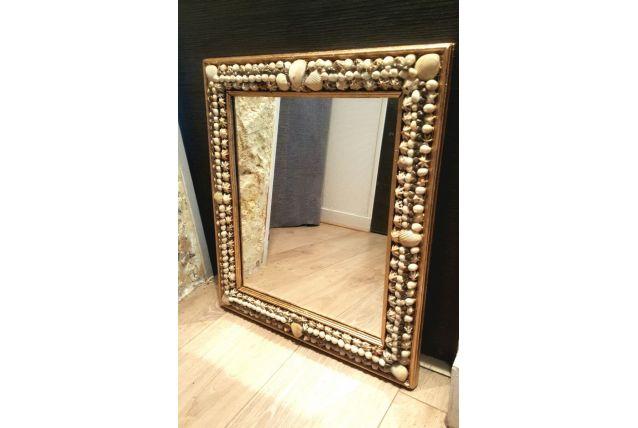 Miroir en coquillages sur cadre ancien