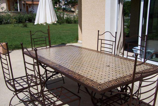 TABLE ZELLIGUE avec 4 chaises et 2 fauteuils