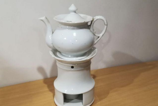 Veilleuse - tisanière  en porcelaine blanche