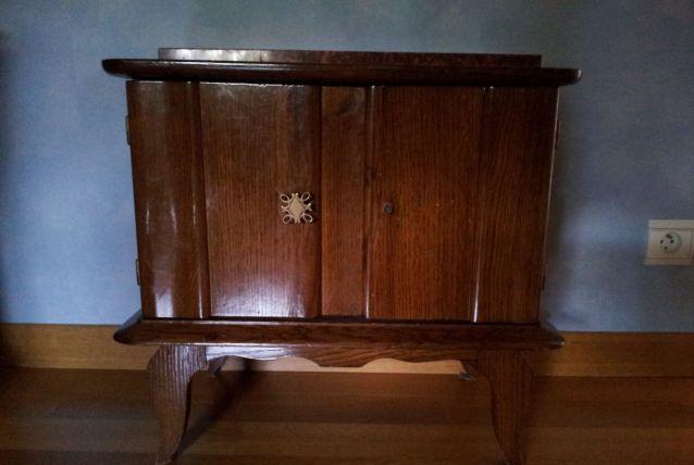 Table de chevet chêne foncé
