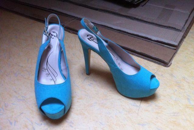 Escarpin Bata bleu turquoise