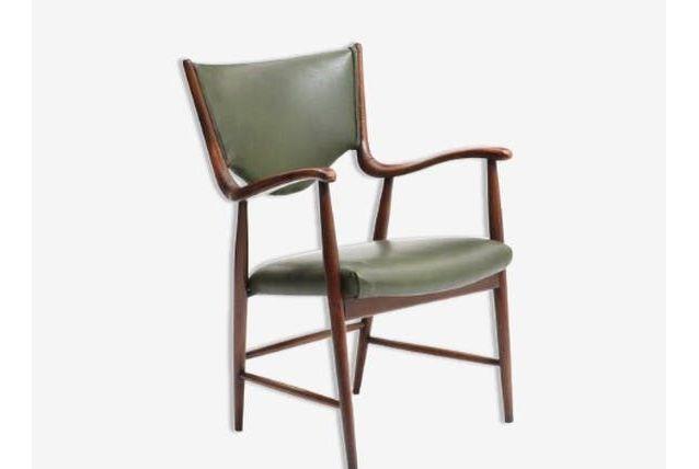 Chaise rembourrée avec accoudoirs
