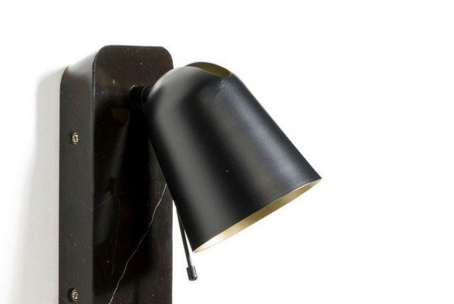 Applique marbre noir et interrupteur doré