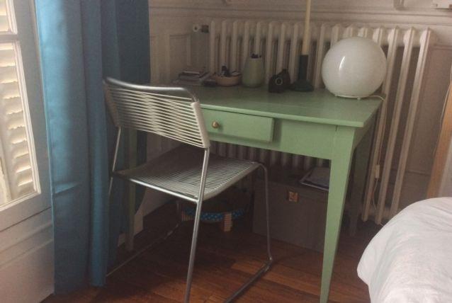 Petite table de ferme / bureau vintage restauré(e)