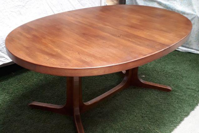 Table Baumann  années 50. ovale