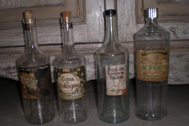 4 bouteilles eau de cologne anciennes