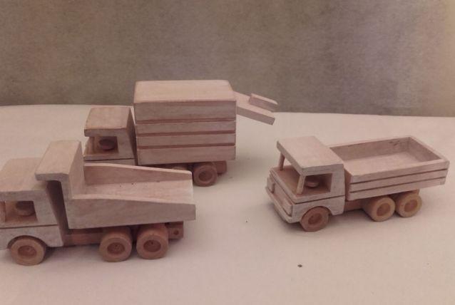 camion par 3 en bois