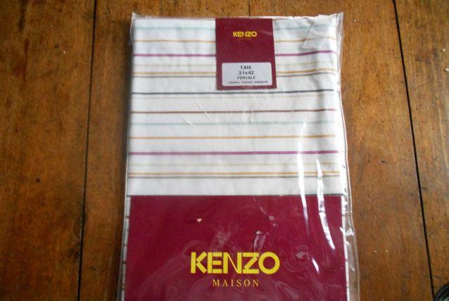 KENZO TAIE OREILLER  31X42 NEUVE BLANC RAYURES