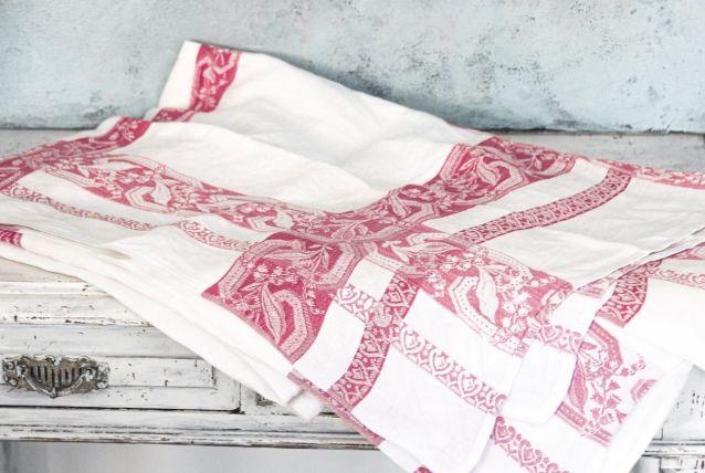 Nappe ancienne coton damassé motif floral  sur le pourtour