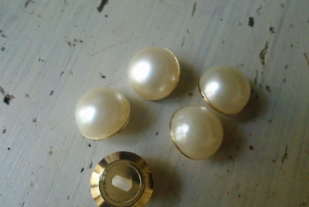 5 boutons perle