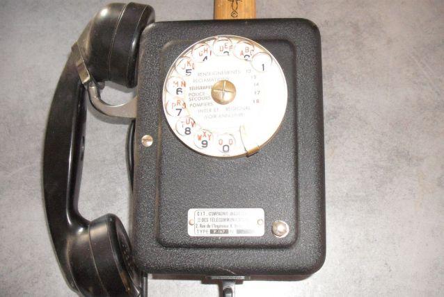 VENDS TELEPHONE MURAL 1925