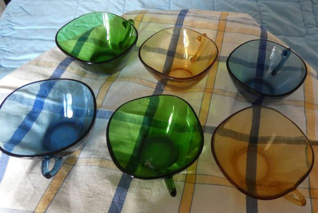 tasses années 70 vereco  différents coloris
