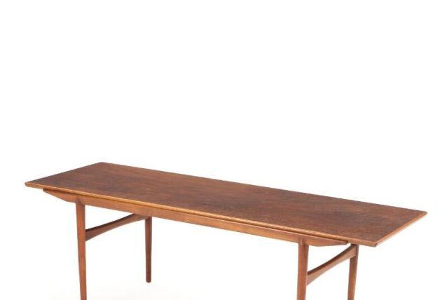 Une table basse rectangulaire en noyer (Erik Severin Hansen)
