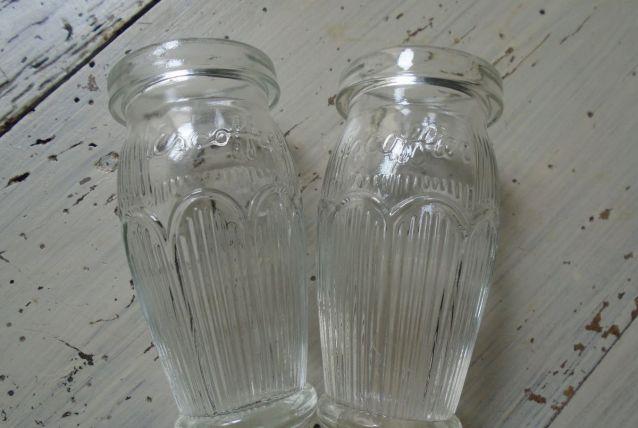 2 petits vases restaurant Escofier