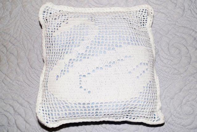 Coussin crochet cygne