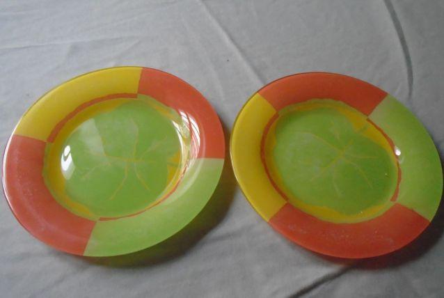2 assiettes en verre flashy