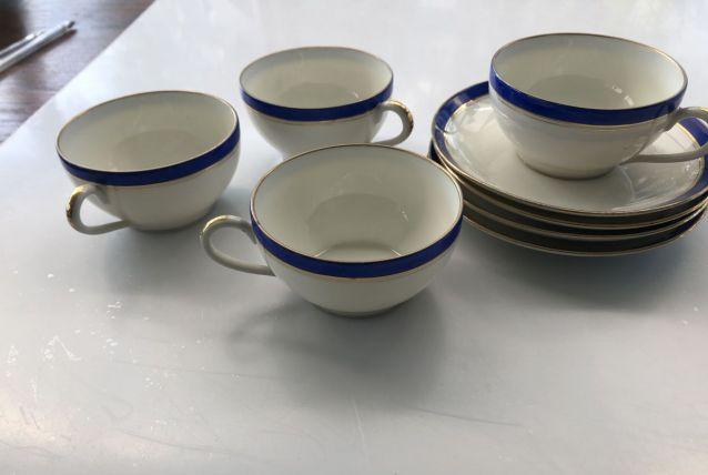 quatre tasses et soucoupes