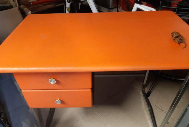 bureau vintage orange