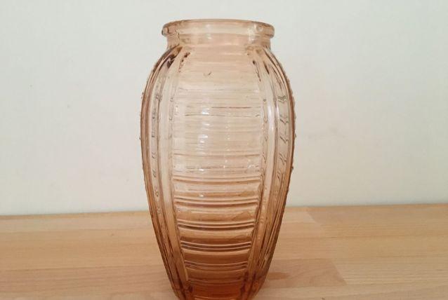 Vase Vintage en  Verre Coloré Transparent, Couleur Rose-Saum